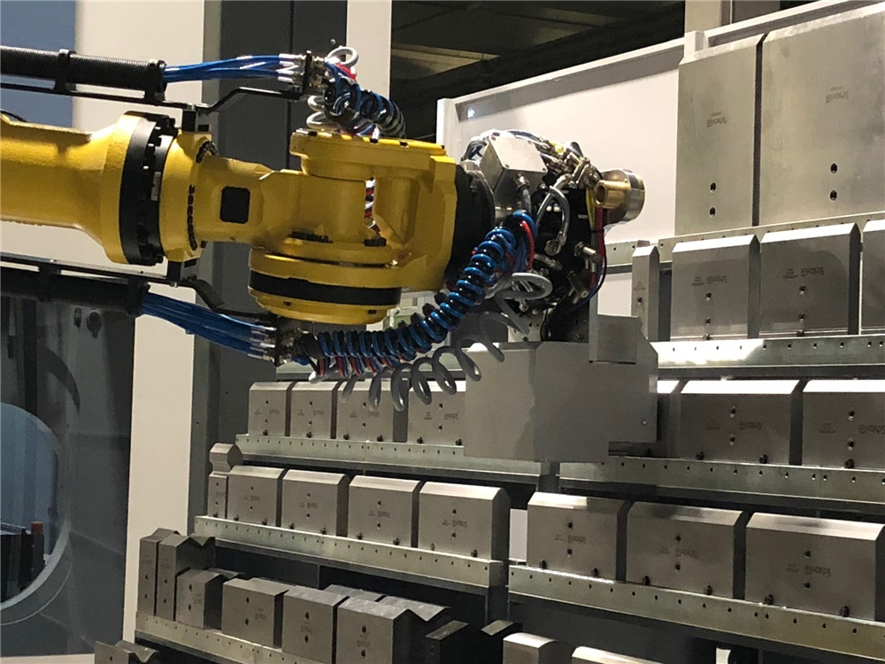 2 0 1 8 . . .   New robotised bending area