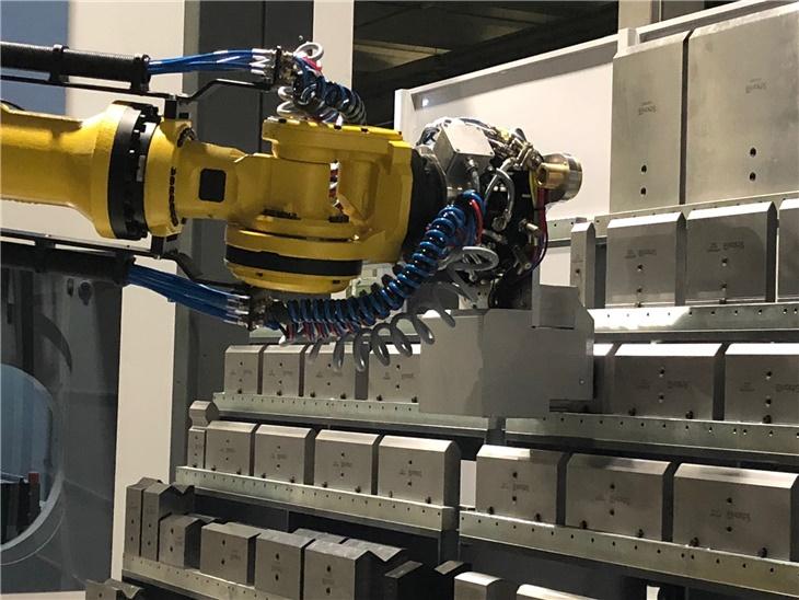 Leggi news | 2 0 1 8 . . .   Neue robotisierte Biegeinsel